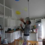Sen var det massa lekar, bland annat denna, att längst hålla 3 ballonger i luften utan att de stöter i någonting!! Svårare än vad man kan tro kan jag tala om !! Blev inga världsrekord där ;)